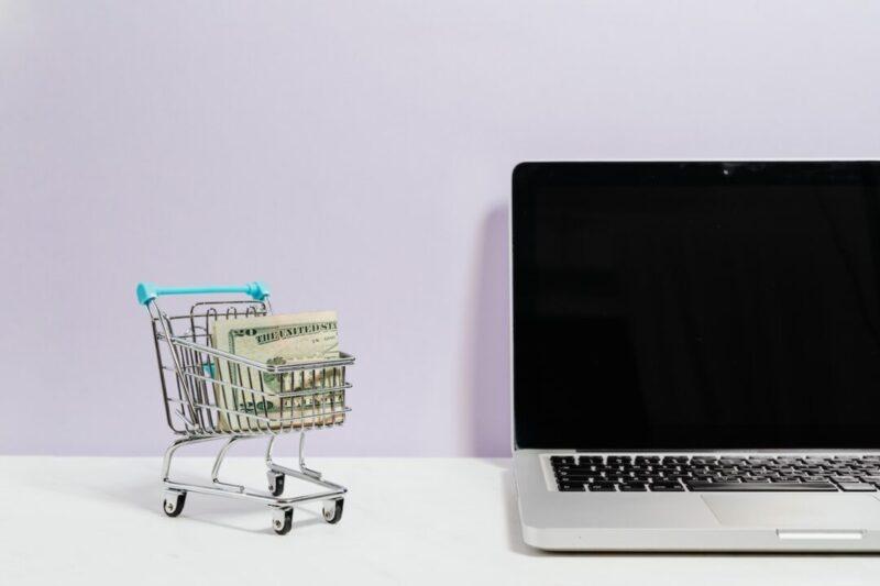 ブログの費用はセルフバックで即回収できる